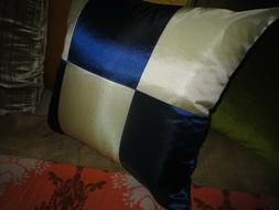 DELUXE IMPORTS ZIPPERED PILLOW CUSHION COVER BLUE  POLYESTER